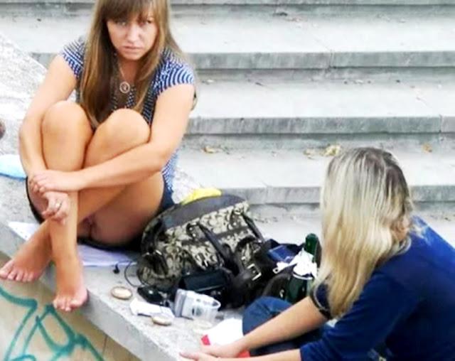 Фото на улице пися - эротика на WWW.EROTICAXXX.RU - Писи девушек на улице (18+ смотреть)