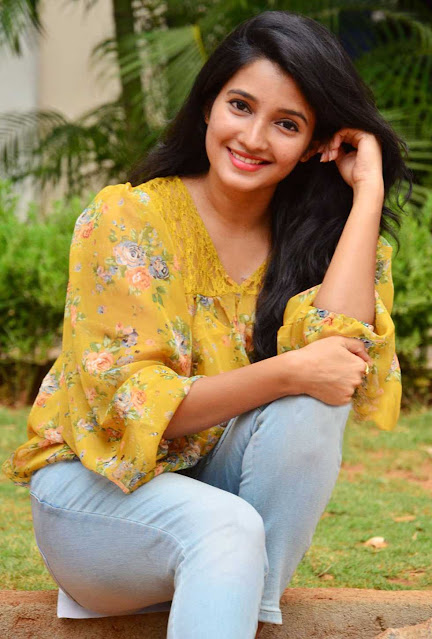 Deepthi Shetty  IMAGES, GIF, ANIMATED GIF, WALLPAPER, STICKER FOR WHATSAPP & FACEBOOK