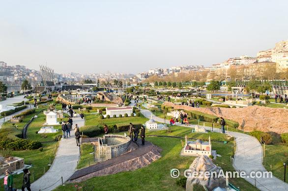 Miniatürk'te Anadolu eserlerinde dolaşan insanlar