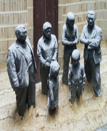Estatuas Jangdockdae deformadas para mostrar a los modelos reales