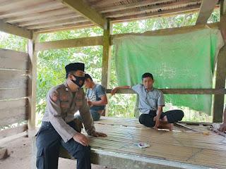 Sosialisasikan Perbup Enrekang Tentang Penggunaan Masker, Binmas Polres Enrekang Sambangi Warga