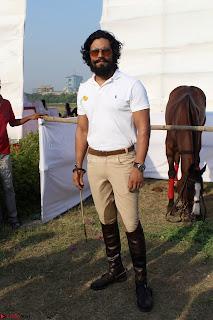 Randeep hooda with a Beautiful HorseJPG (11).JPG