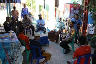 Kapolres Pelabuhan Edukasi dan Sosialisasi New Normal ke Warga Pulau Barrang Caddi