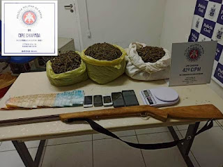 Drogas e dinheiro em Andaraí