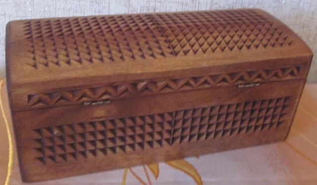 шкатулка деревянная с резьбой
