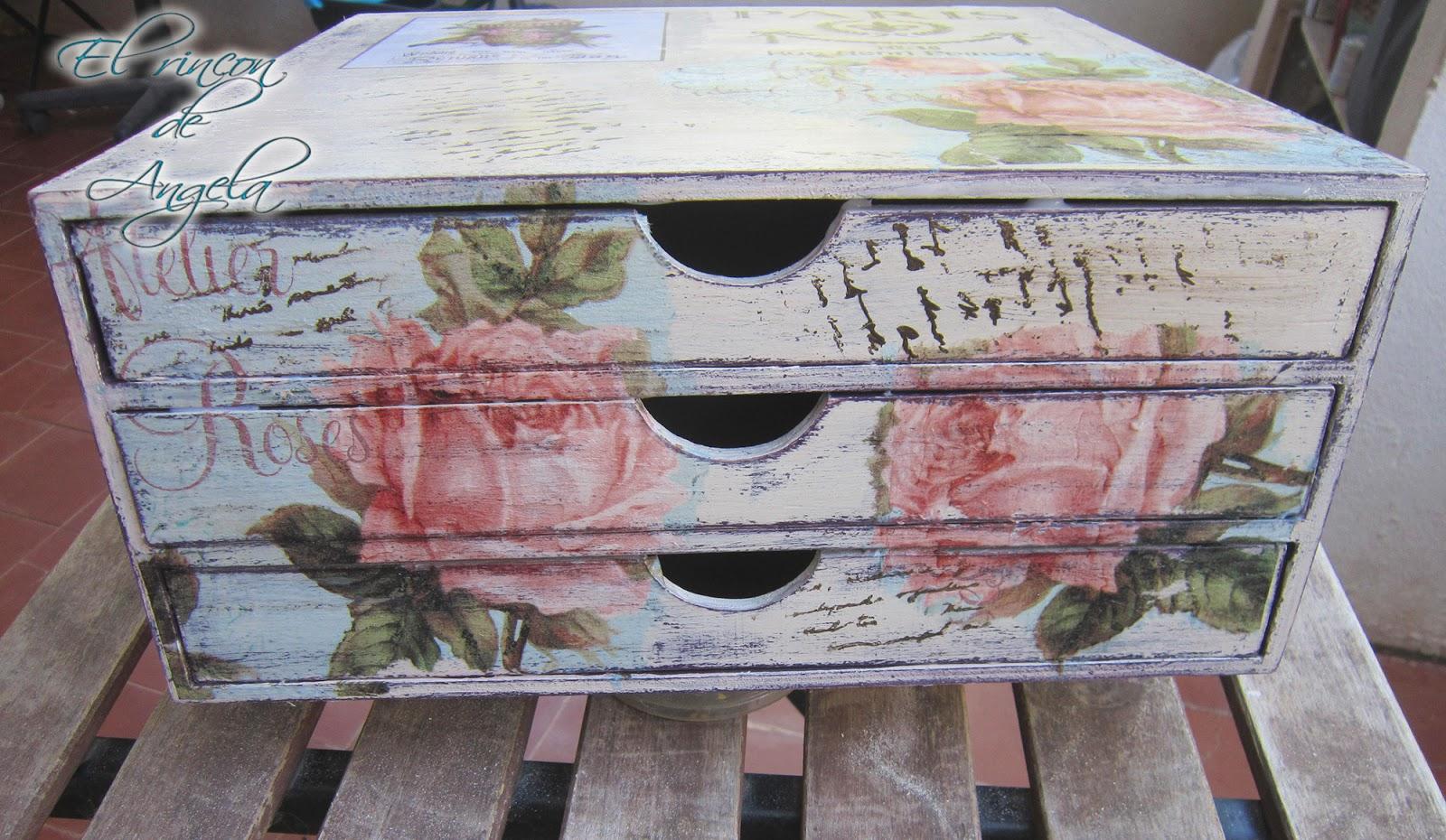 decorar con decapado y reciclar muebles viejos dndoles una apariencia y estilo renovado