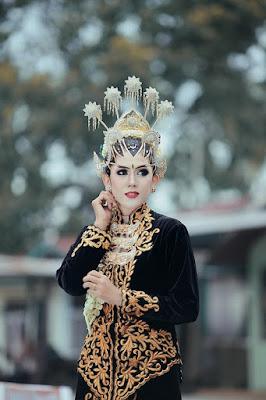Wanita suku Jawa menjadi Pengantin Baru, tapi tidak tahu adat keluarga suami dari Sumatera