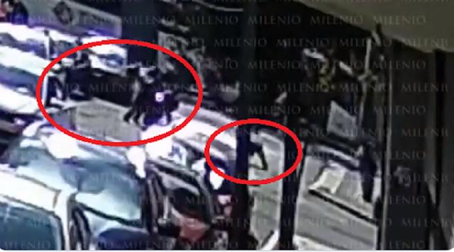 Video.- Así cayó y murió; empresario que agredió violentamente a policía ,en el intento de su huida tropezó y se golpeo