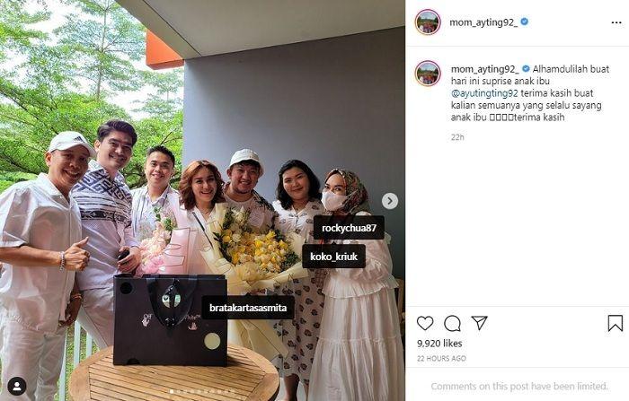 Ibunda Ayu Ting Ting berikan kalung berlian mewah untuk ulang tahun putrinya