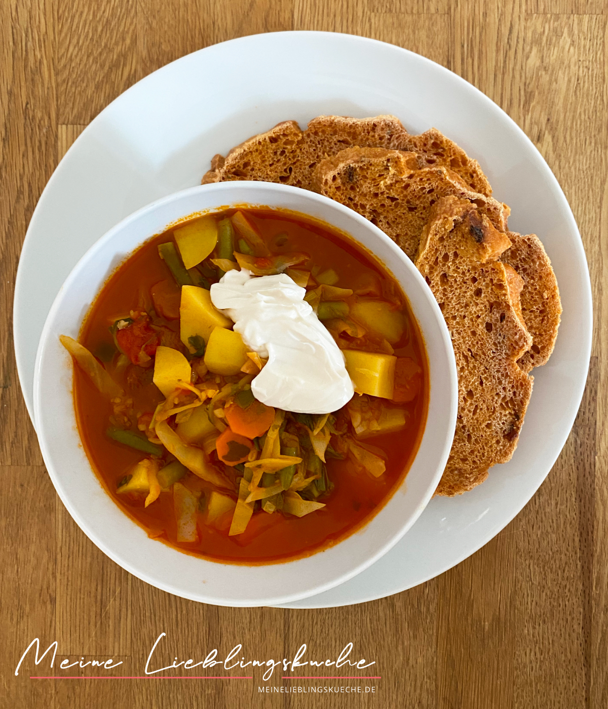 einfache vegane Weißkohlsuppe mit jungen Brechbohnen und Kartoffeln
