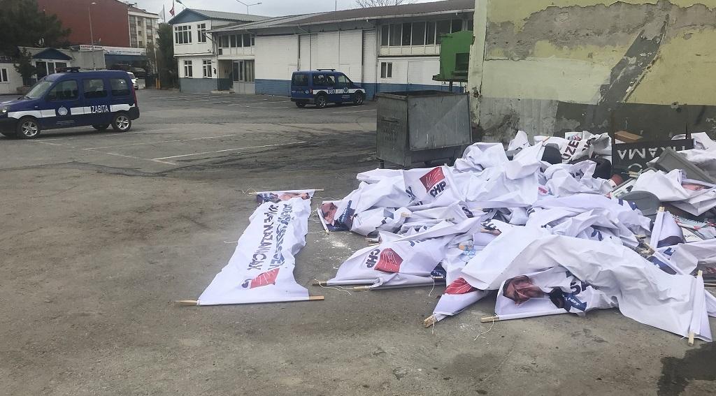 CHP'li aday adayının pankartları akşam asıldı, sabah söküldü
