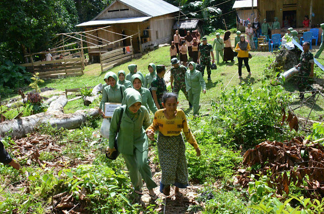 Peringati HUTnya, KCK Koorcab Rem 141 Sambangi Keluarga Tak Mampu di Palakka