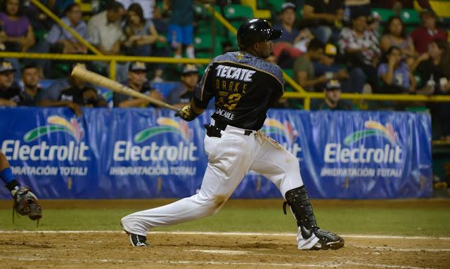 El cubano Yadir Drake bateó de 5-3 con un cuadrangular y cuatro remolcadas en su primer partido en el beisbol venezolano