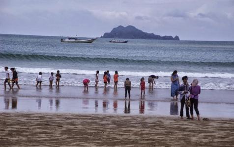 Wisata bahari pantai mustika banyuwangi