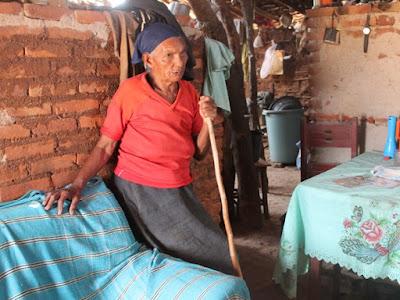 Com seca e sem carro-pipa, famílias ficam sem água para beber em Pernambuco