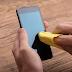 Punya Ponsel Kesayangan ? Ini Cara Membersihkan Ponsel Dengan Sabun