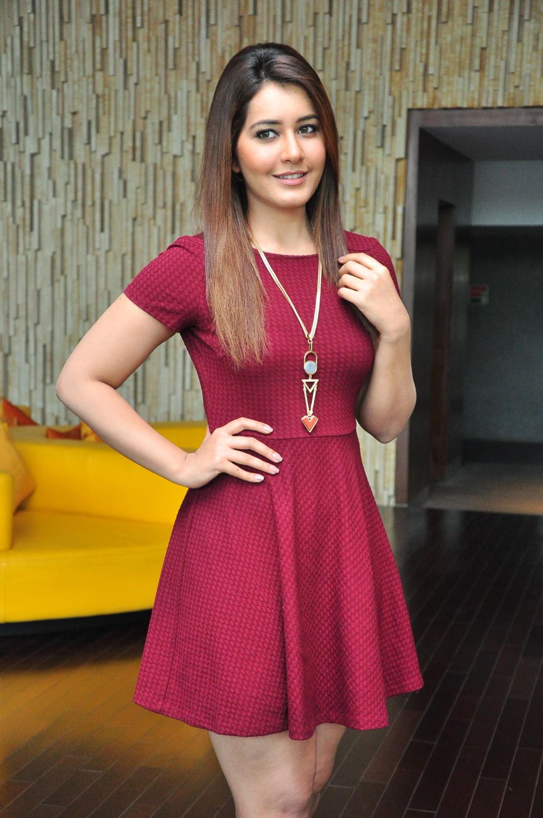 Rashi Khanna Legs Photos Outdoor Images Hd - Bolly Actress -5010