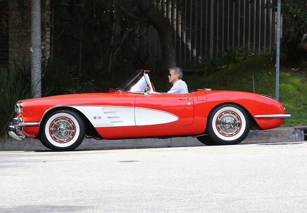 George-Clooney-1959-C1-V8-Corvette-spicy-drive