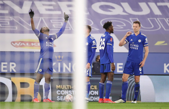 Leicester city forward Kelechi Iheanacho celebrates goal against Man united