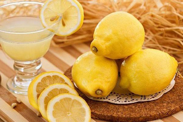 Lượng Vitamin C dồi dào trong chanh giúp làm trắng da nhanh chóng.