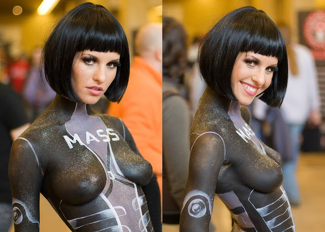 smiling mass effect cosplay gir;