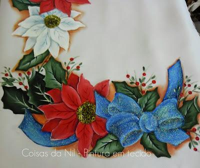 pintura em tecido natalina flores bico de papagaio vermelha e branca com laço azul