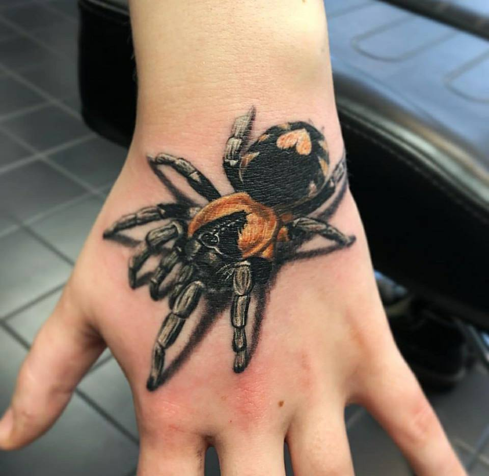 Tatuaje-Tarantula-mano