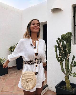 vestido blanco con botones grandes
