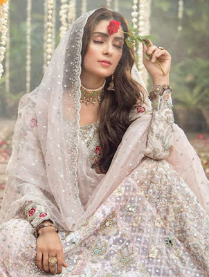 Actress Aiza Khan