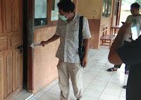 Satu Unit Monitor di Ruangan Kepala SMPN 2 Donggo Digasak Maling