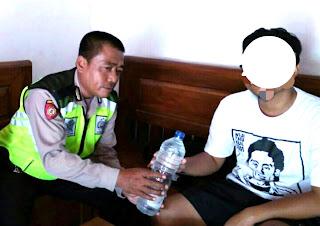 Miliki Sebotol Arak,  Seorang Pemilik Warung Terancam Di Meja Hijaukan