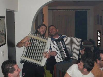 Lustige Party Bilder - Feier mit Musik und Heizkörper