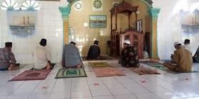 Cegah Corona, Masjid sekernan Terapkan Protokol kesehatan Saat shalat berjamaah