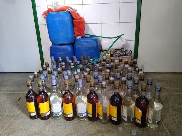 Dono de bar é preso por vender cachaça falsificada, em Fortaleza