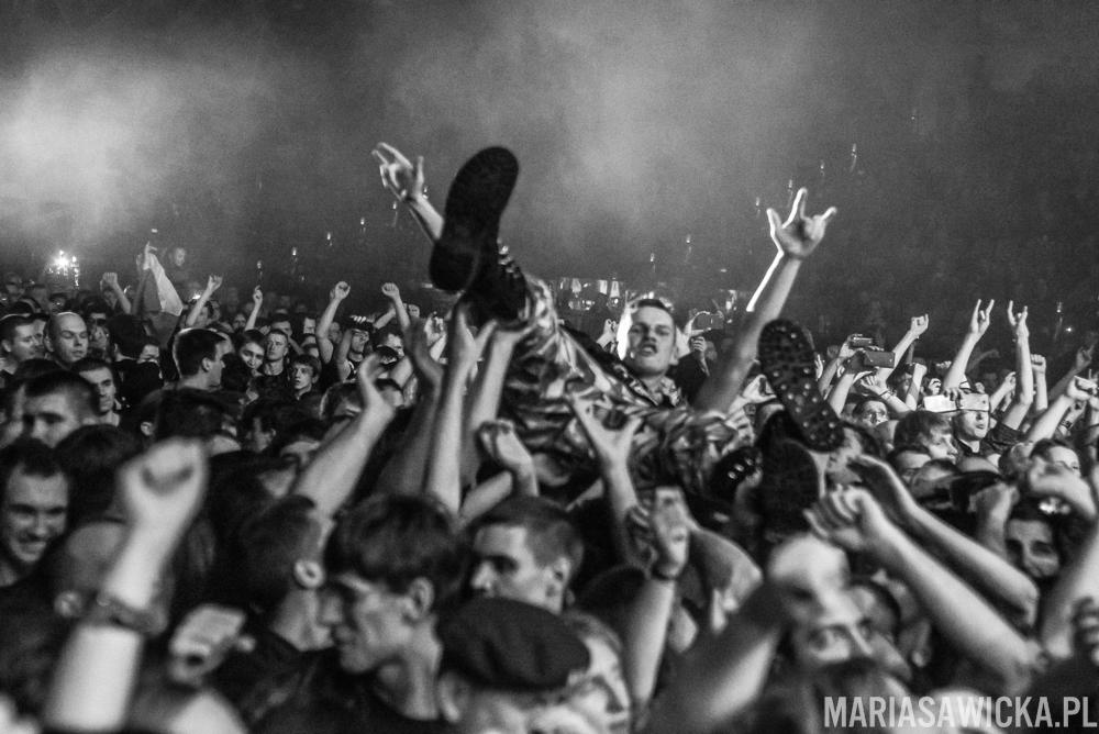 Heroes On Tour Europe 2015 Wrocław hala orbita Sabaton crowdsurfing tłum publiczność fani