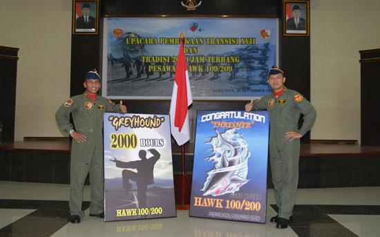 Mayor Pnb I Gusti Ngurah Adi Brata dan Mayor Pnb Amry Taufanny.  Foto Kapentak TNI AU Lanud Supadio