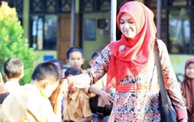 Berbahagialah Jika Calon Istrimu Seorang Guru, Ini 5 Kelebihannya yang Harus Kamu Tahu