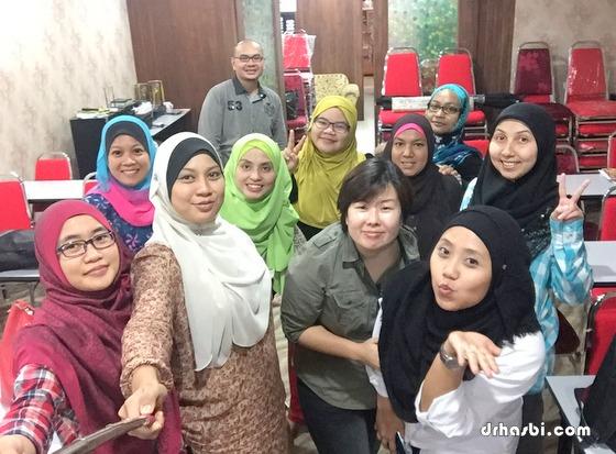 Kelas bina blog percuma sehari bersama Awesomazing Team di KL