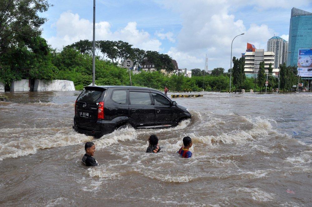 3-masalah-utama-ketika-mobil-terendam-banjir
