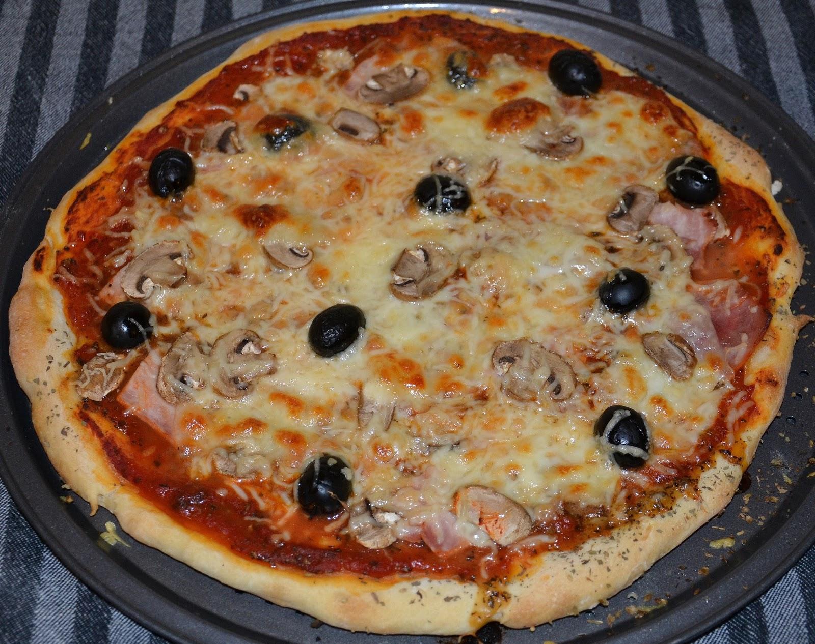 les recettes de ma kitchenette pizza maison rapide et succulente. Black Bedroom Furniture Sets. Home Design Ideas