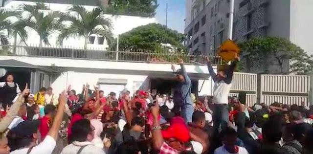 Serbu TPS, Pemilih di Kuala Lumpur Teriak