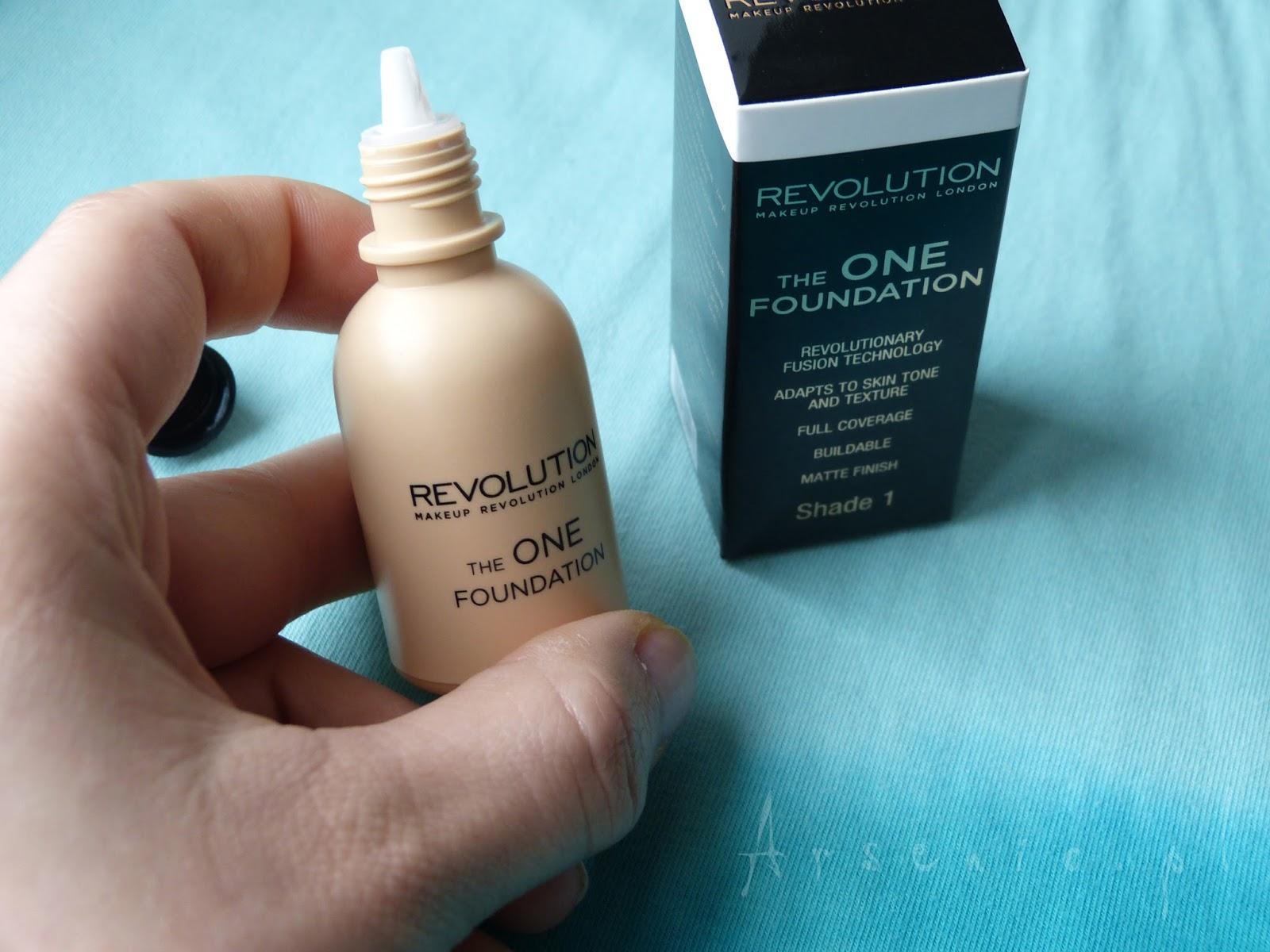 Makeup Revolution - The One foundation w kolorze białym, do rozjaśniania zbyt ciemnych podkładów
