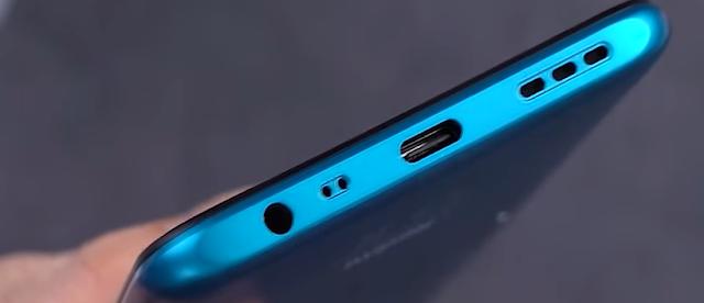 Kenampakan Redmi 9 pada port USB Type C
