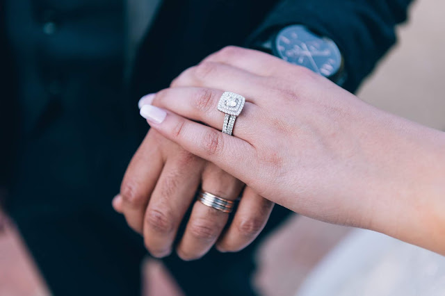 Close up of a pair of hands wearing weddings rings.
