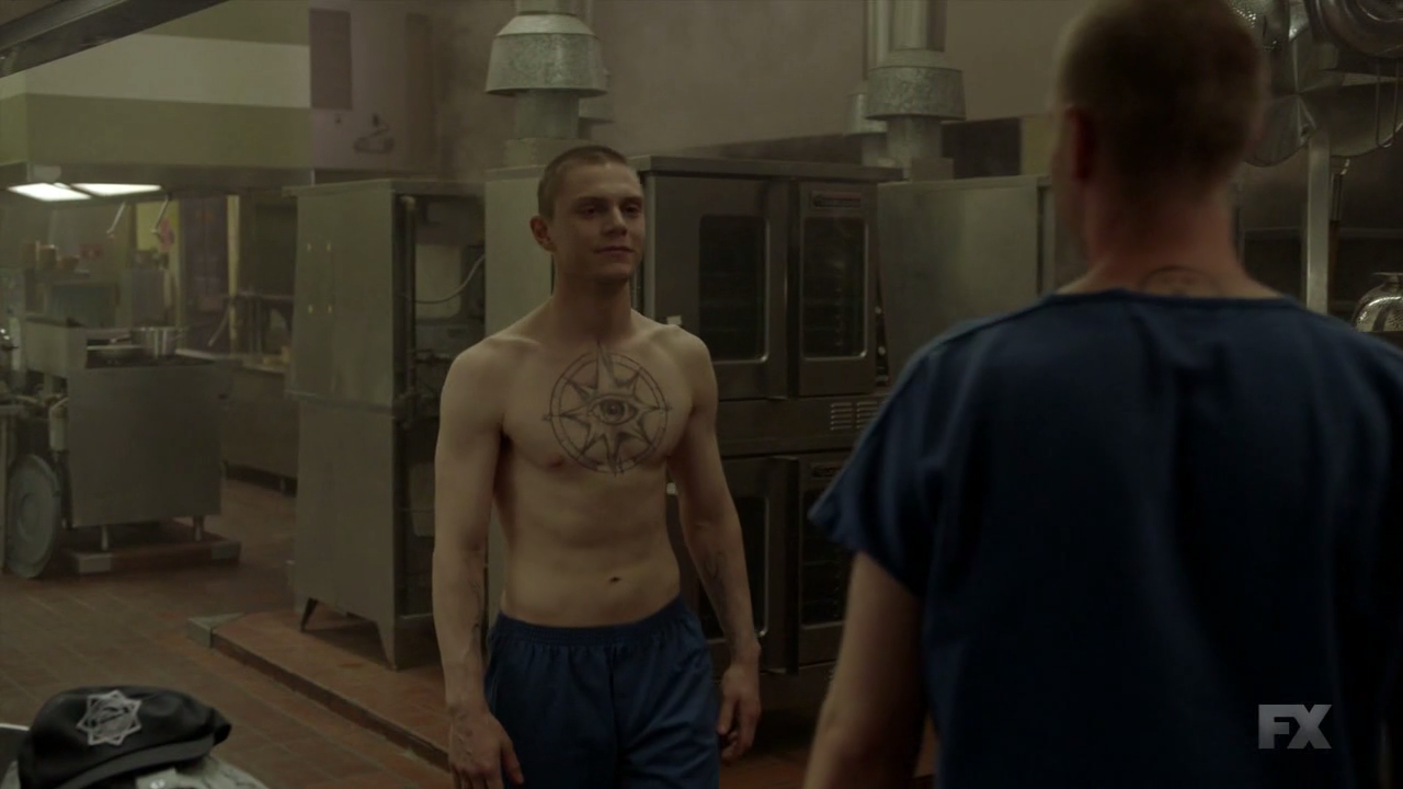 Evan Peters & naked extra on American Horror Story: Cult