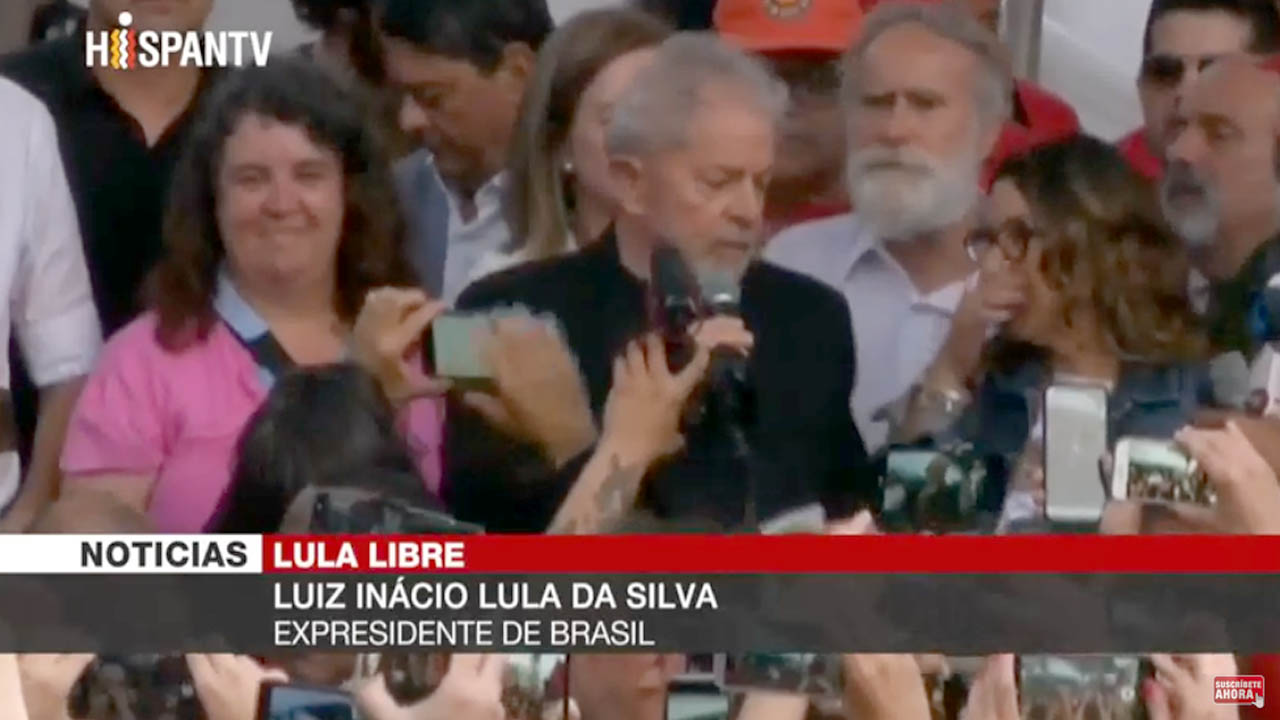 Lula sale libre de  cárcel tras 19 meses y ofrece su primer discurso
