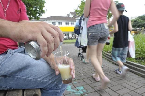Não existe mais lei que proiba beber em lugar público