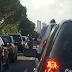 Colisão entre veículos causa grande congestionamento na Roberto Freire sentido BR-101