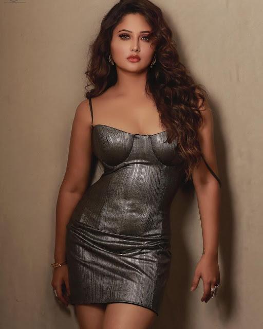 Who is Hot? Rashami Desai, Ruhani Sharma, Sakshi Pradhan, Roshmi Banik Actress Trend
