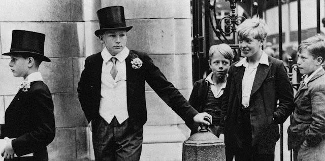 Два мира, два детства: как сложилась жизнь героев знаменитого снимка?